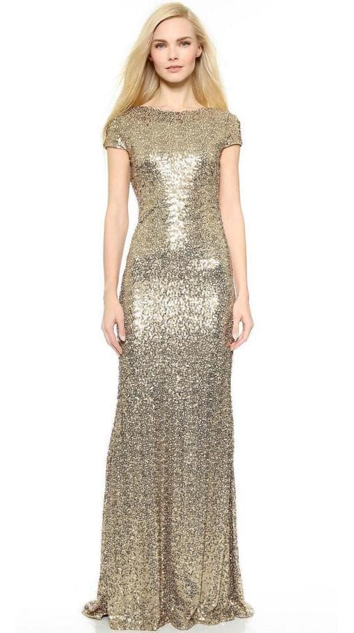 Длинное платье цвета золотого песка