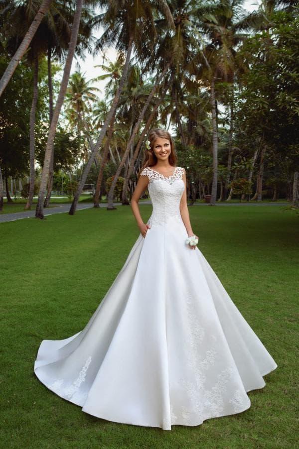 Свадебное платье из атласа Ева Уткина