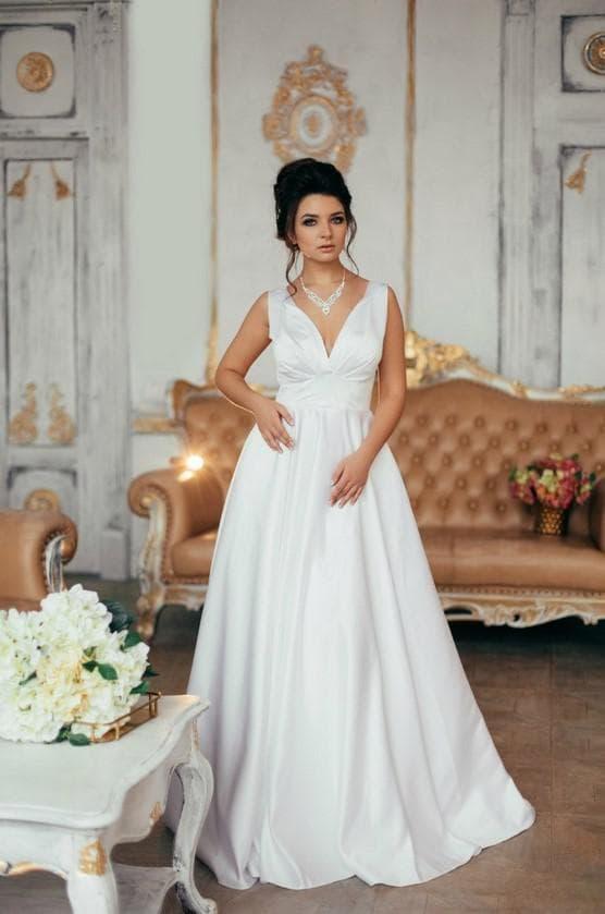 Дизайнерское свадебное платье из атласа