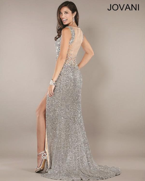 Серебристое платье в пол с открытой спиной