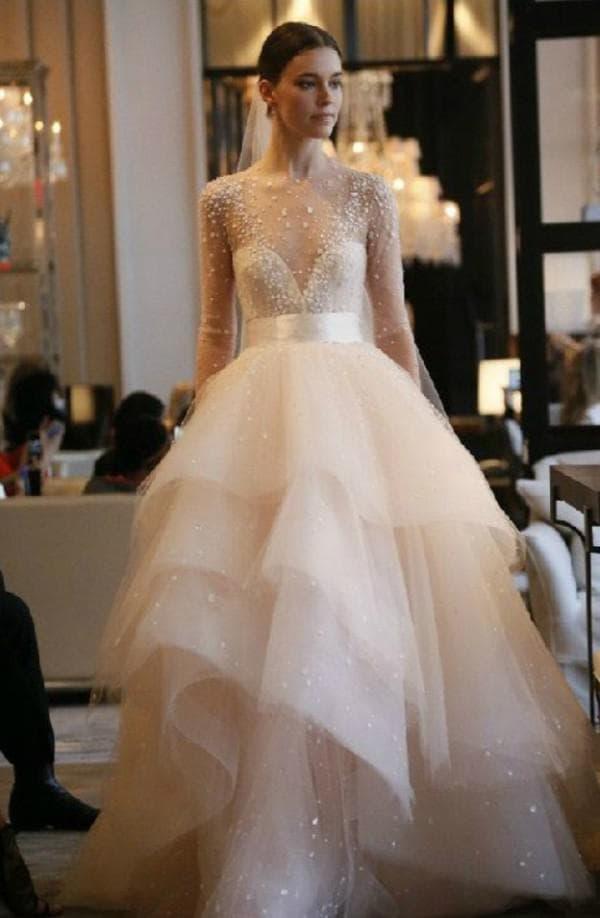 Роскошное подвенечноет платье