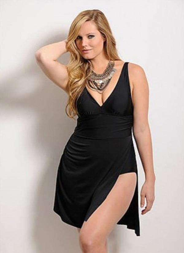 Черное купальное платье для полных