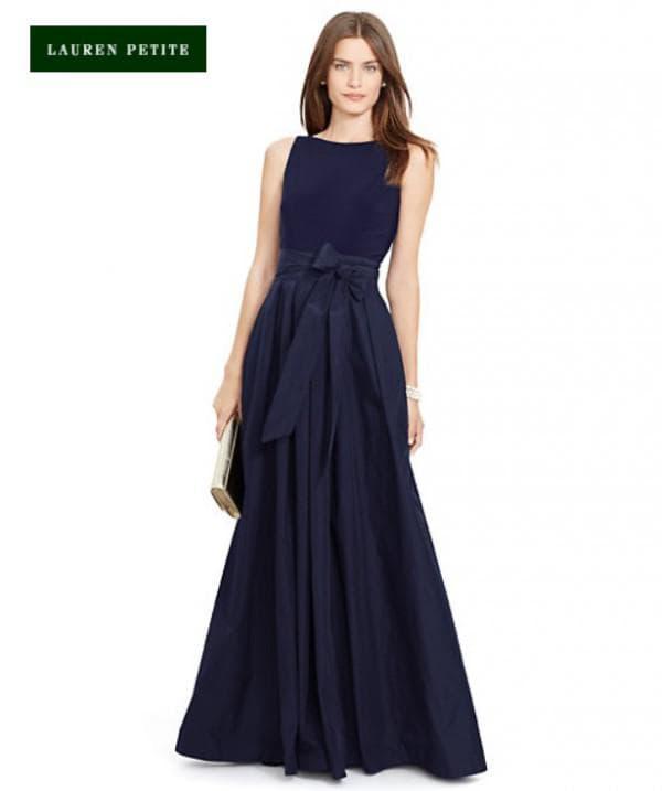 Сдержанное платье на выпускной