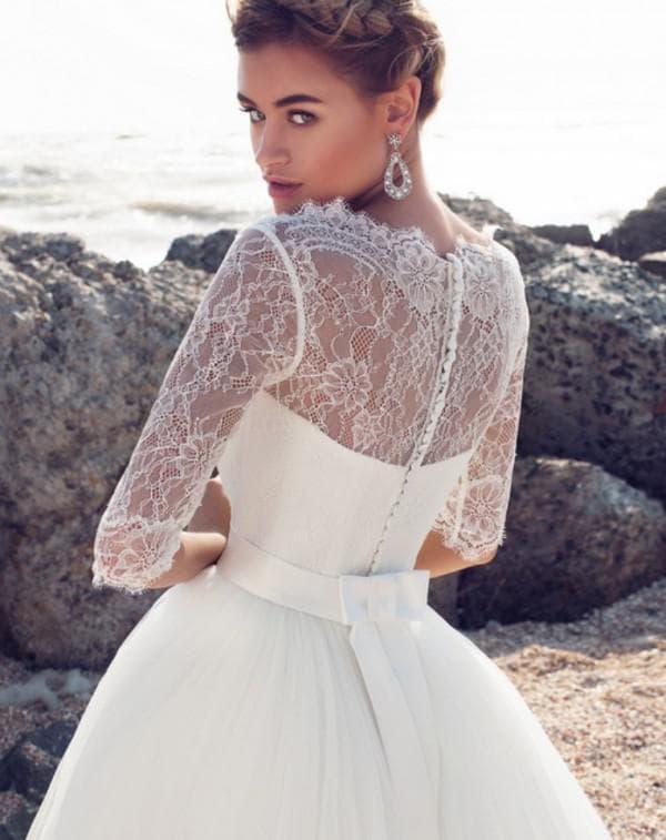 Белое подвенечное платье с пышной юбкой
