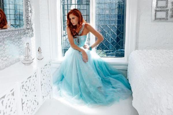 Вечернее платье в пол голубого цвета