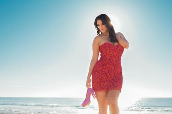 Красное платье бюстье для девушки большого размера