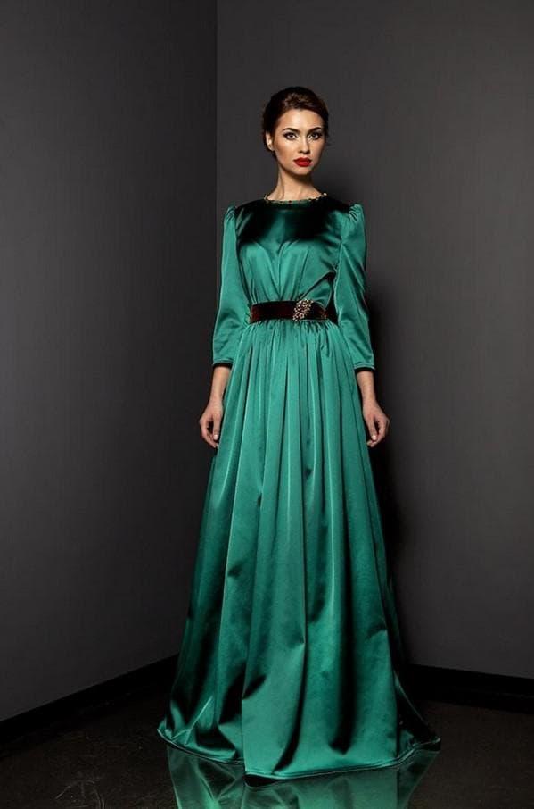Атласное платье в пол зеленого цвета