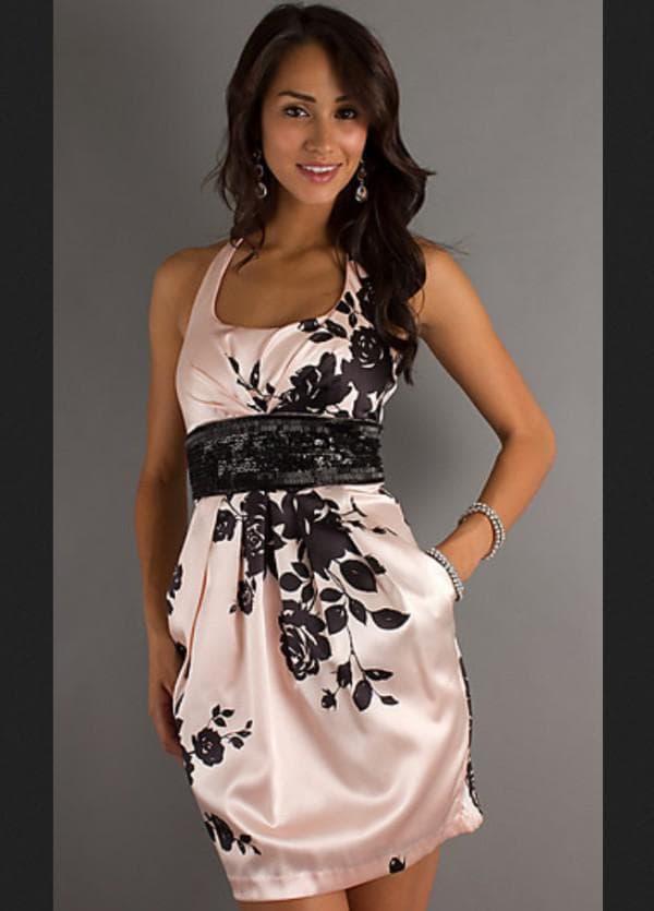 Розовое платье футляр на последний звонок