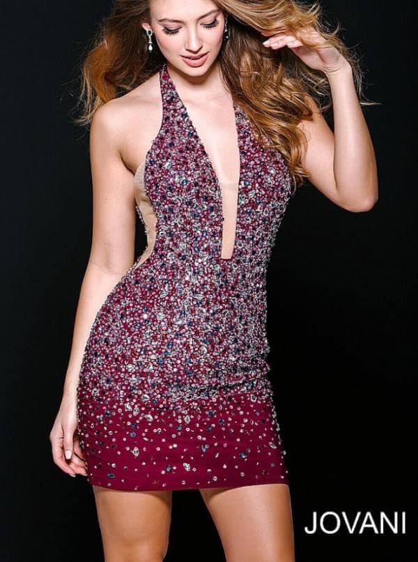 Бордовое коктейльное платье со стразами