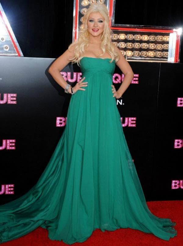 Зеленое платье в пол Кристины Агилеры