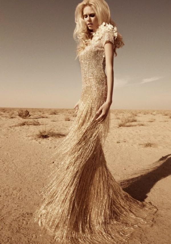 Золотое вечернее платье в пол золотого цвета