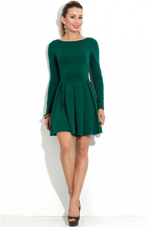 Повседневное платье изумрудного цвета