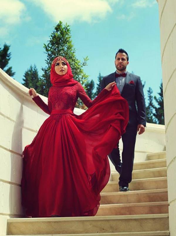 Мусульманское свадебное платье красного цвета
