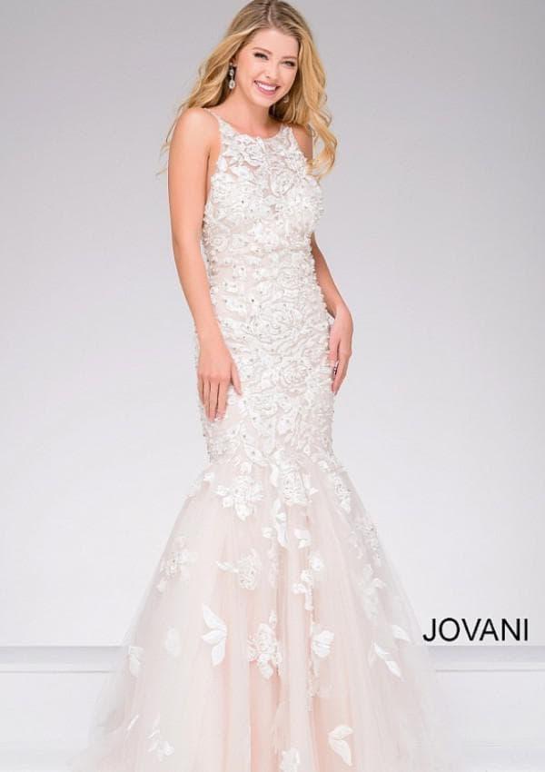 Свадебное кружевное платье цвета айвори