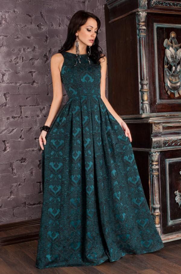 Длинное платье темно зеленого цвета