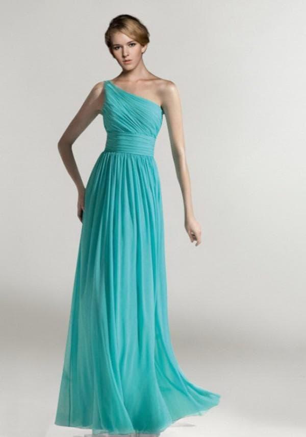 Бтрюзовое шифоновое платье в пол