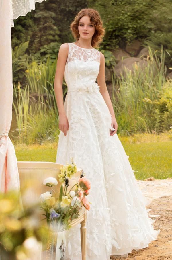 Свадебное плаье кружевное без рукавов