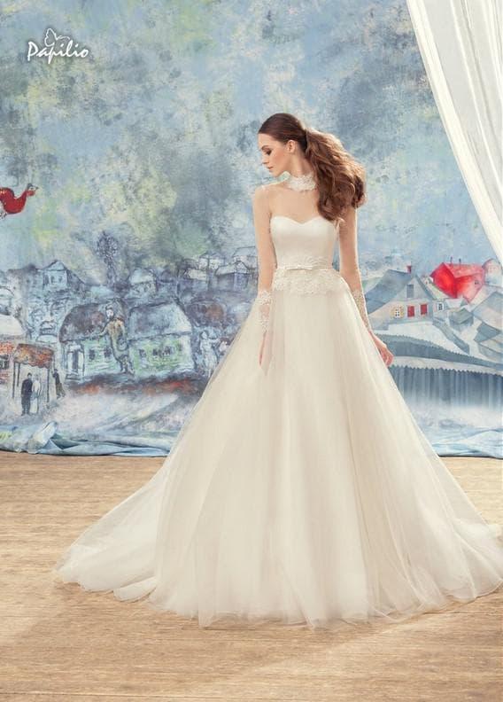 Рышное свадебное платье с длинными кружевными рукавами