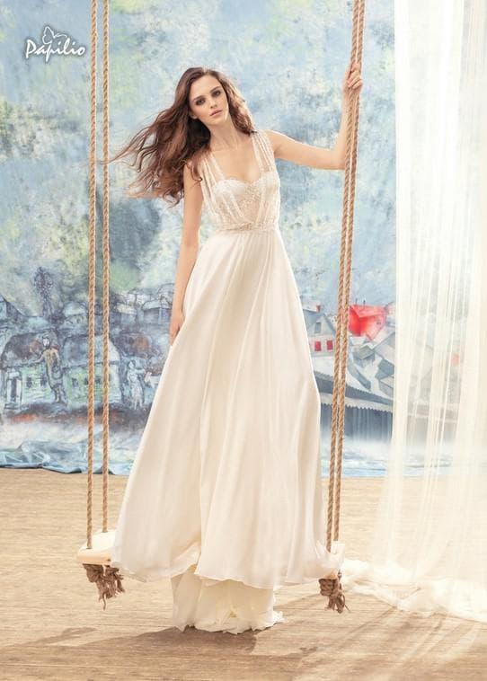 Брендовое свадебное платье кремового цвета