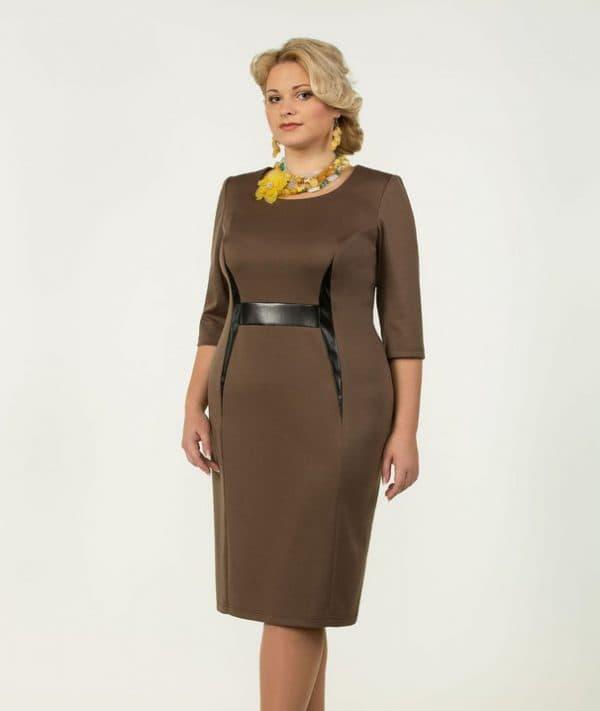Плотное платье в офисном стиле