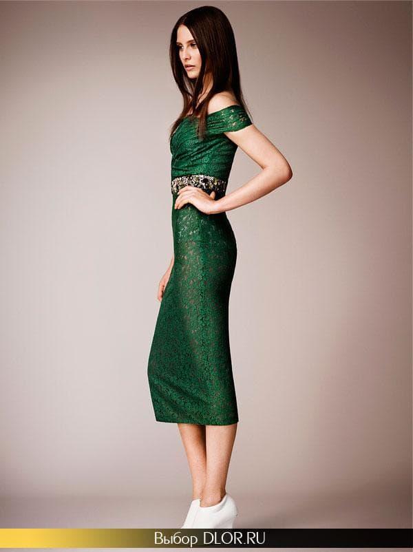 Темно-зеленое строгое платье с поясом из камней