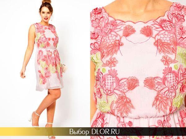 Розовое кружевное коктейльное платье