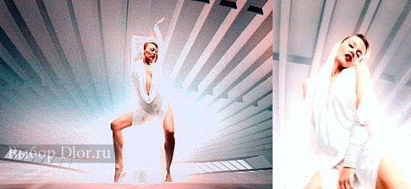 Kylie Minogue в длинном белом платье