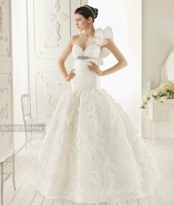 Белое свадебное платья с пышной юбкой