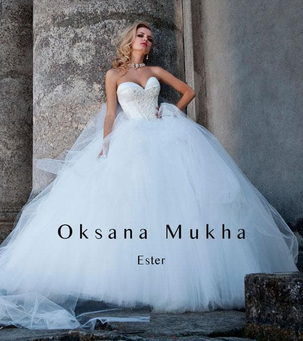 Белое свадебное платья с корсетом украшенным жемчугом
