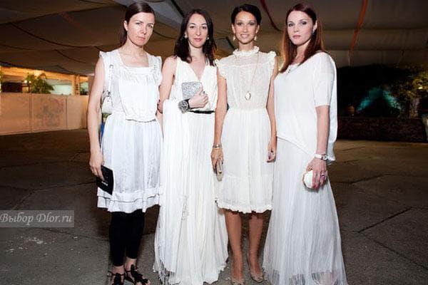 Анастасия Цветаева в винтажном платье