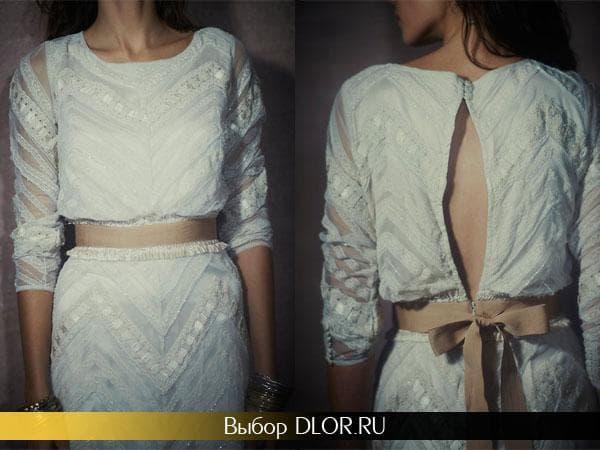 Фото гипюрового платья с золотистым поясом-лентой