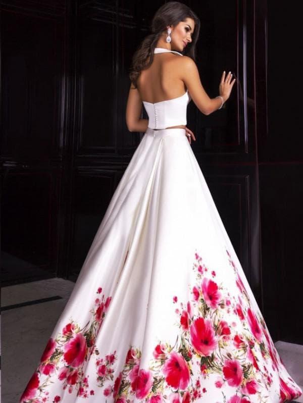 Вечернее платье с цветами на подоле