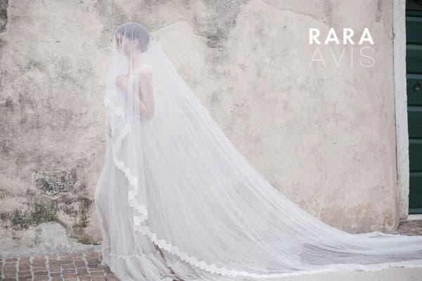 Роскошное свадебное платье со шлейфом
