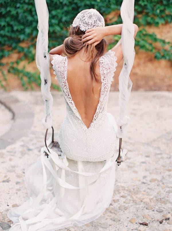 Длинное платье невесты с открытой спиной