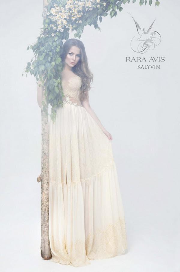 Бледно жёлтое свадебное платье