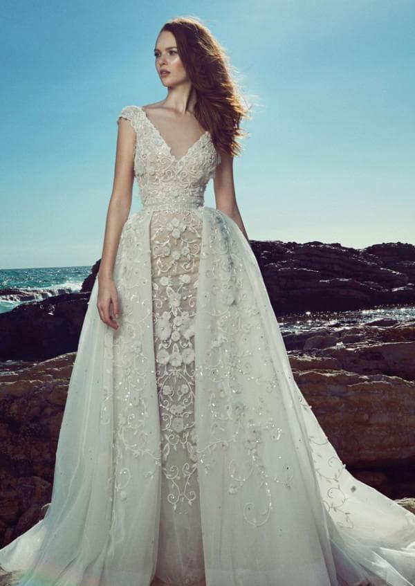 Роскошное свадебное платье с накладной юбкой