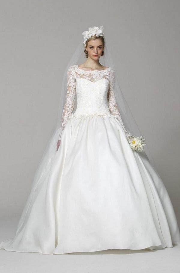 Пышное платье невесты из кружева с рукавами