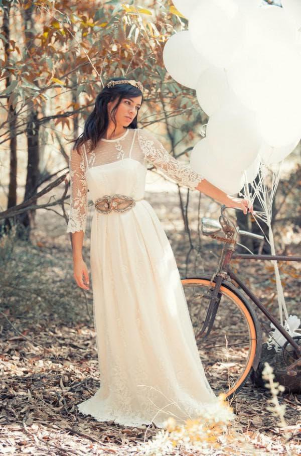 Длинное платье с прозрачными рукавами в стиле рустик
