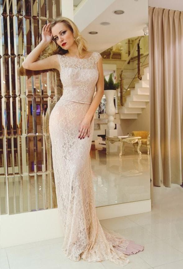 Прозрачное вечернее платье в пол