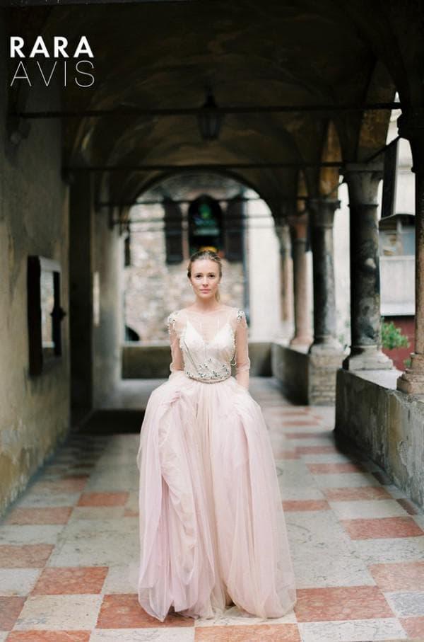 Нежно розовое платье невесты