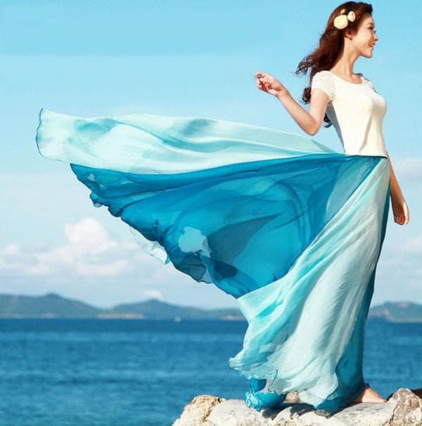Длинное пляжное платье с градиентным рисунком