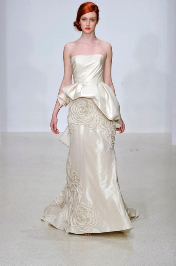 Свадебное платье с объемной баской