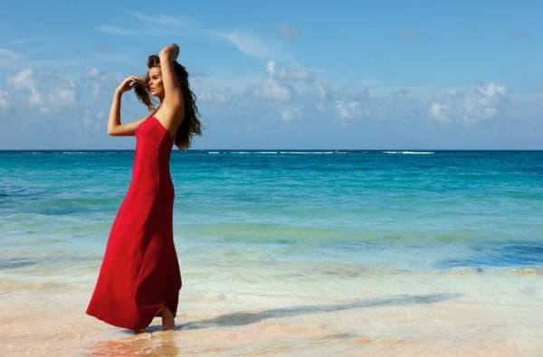 Красное длинное пляжное платье