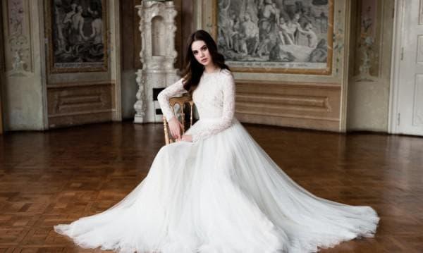 Свадебное пышное платье с длинными рукавами