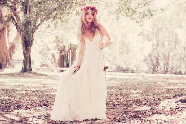 Винтажное свадебное платье с венком