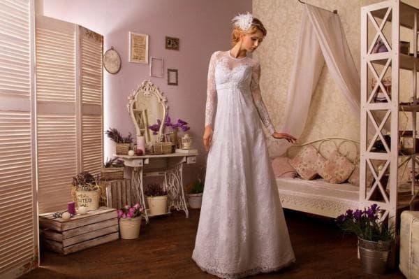 Длинное свадебное платье с завышенной талией в стиле прованс