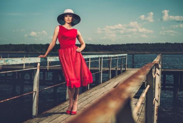 Роскошное приталенное платье изо льна