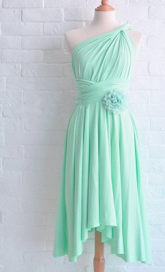 Красивое платье цвета тиффани
