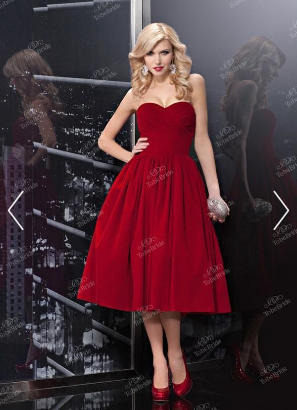Красное вечернее платье из бархата