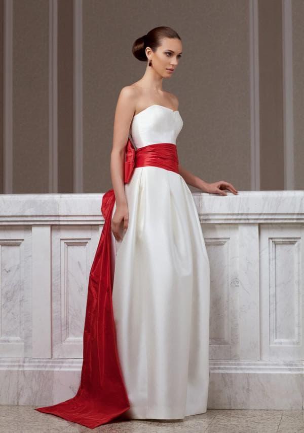 Свадебное платье бюстье с красной лентой
